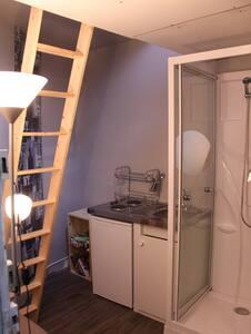 Petit studio-quartier chic (6ème)