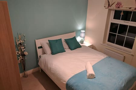 Quiet double room in professional shared house - Truro