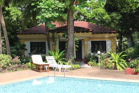 Villa Shanti by the pool - Huvila