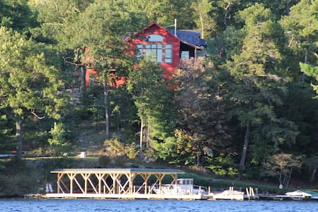 Lake George Waterfront Home - Lake George - Huis