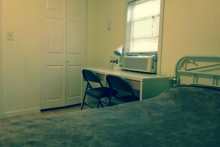Minutes to Boston-Basic Bedroom 7