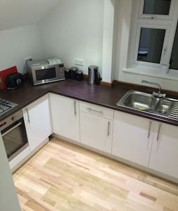Spacious flat with access to garden - Oxted - Apartment