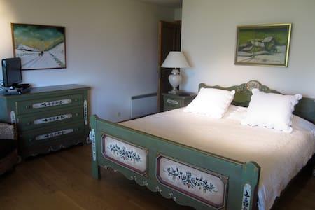 Deluxe King Suite in luxury chalet - Haute-Nendaz - Almhütte