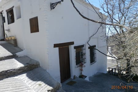 Love Birds, Nature, hiking? Perfect in Capileira - Townhouse