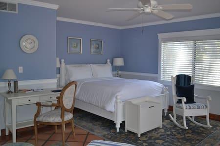 Nantucket at The Kate Stanton Inn - Encinitas - Bed & Breakfast
