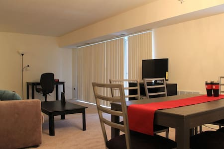 Private room close to Dunn Loring Metro Station - 公寓