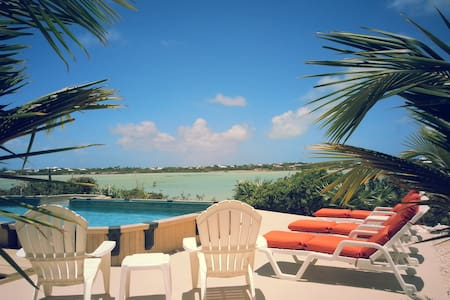 Amazing Views Lake Front Guest House with Pool - Providenciales - Apartment