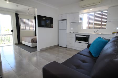 Centre of Emu Park. Self contained motel unit - Emu Park - Apartment