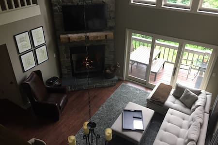 LUXURY 4 BR Ski In/ Out /Hot Tub at Peek n Peak - Condominium