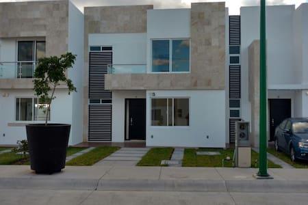Lovely little dream house - Villas de Irapuato - Dům