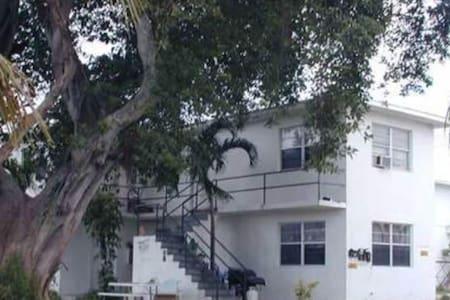 Very close to Lauderdale Airport - Apartamento