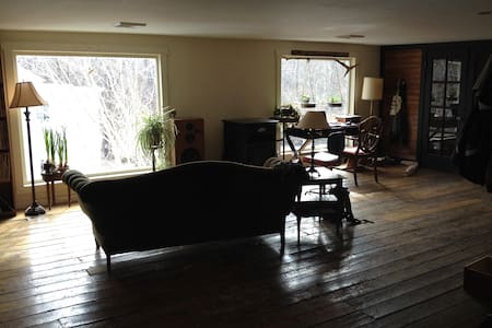 Wide open apt over Catskill Creek - House