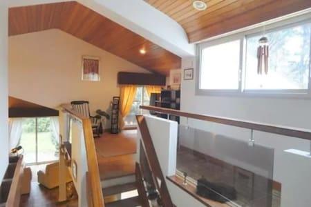 Chambres dans charmante maison d'architecte - Landeronde - Huis