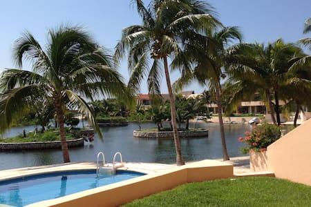 2BD RIVIERA MAYA WATERFRONT CONDO - Puerto Aventuras - Lejlighed