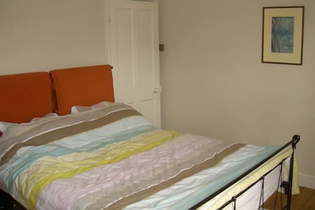 Double bedroom near Olympic Park - Hus