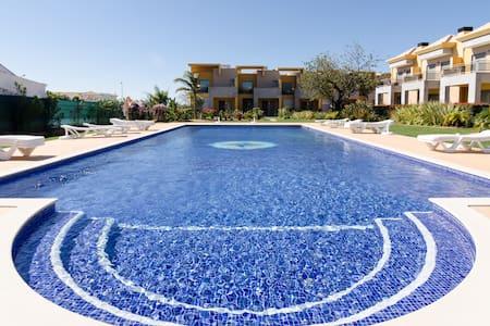 Spacious villa  10 mn car Albufeira - Huis