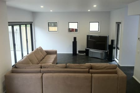 Brand New House - Great Privacy! - Frankston South