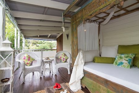 Fall asleep to the sound of the ocean from your private bedroom. Chill out on the Balinese day bed after a swim in the ocean, 250mtrs away. Located 20 mins north of Byron, 15 mins north of Bluesfest, 5 mins south of Splendour & Falls Festivals.