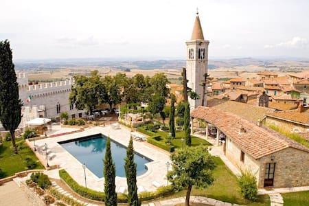Castello delle Serre Private Villa - Serre di Rapolano