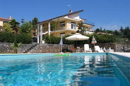 Villa Monteserra - Villa