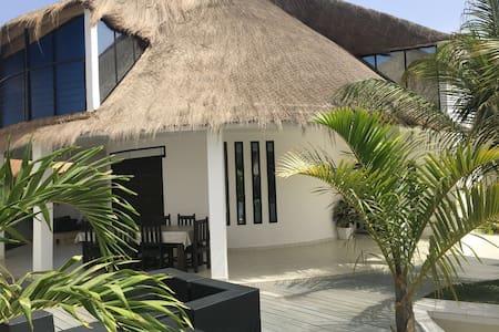 Saly villa blanche bord de mer - Vila
