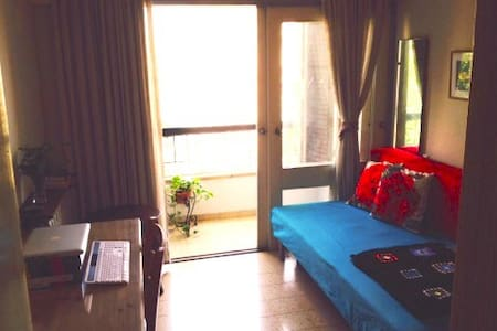 Best Location, Quiet, Happy Home Away From Home - Appartement