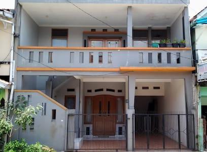 Anaking Homestay - Cipadung - Haus