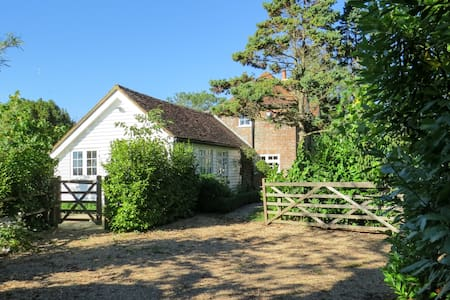 Private Annexe, Country Views and Garden - Robertsbridge