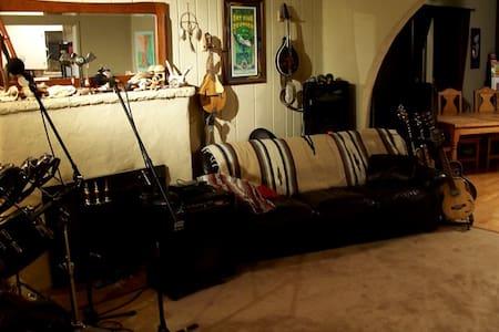 KultureShoq Studios, Music & Arts - Littlerock - Maison