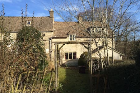 Charming Cotswold Cottage - Minchinhampton