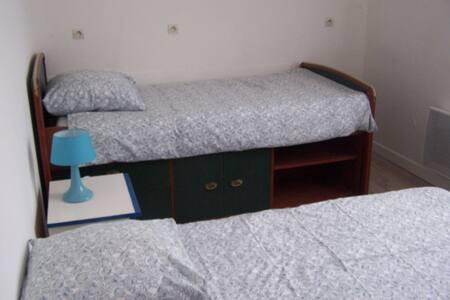 lit simple - Laroque - Appartement