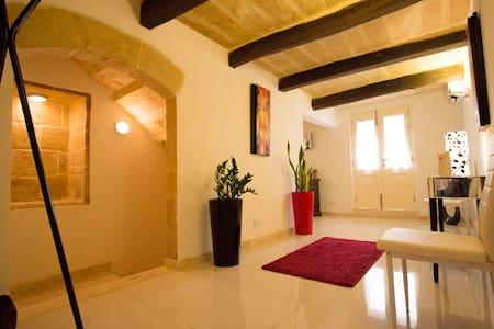 Valletta-Central duplex maisonette - Casa