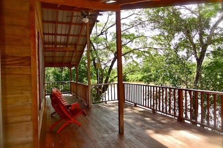 Romantic luxury riverside treehouse - Burrell Boom - Casa