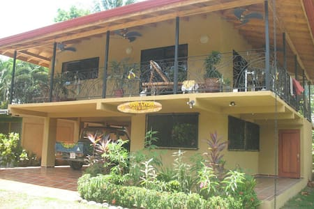 Our Casa Guesthouse - Aguirre, Puntarenas - Cabane