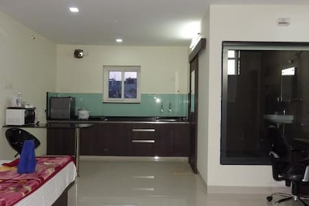 1 BHK Fully furnished Studio Flat - Appartement