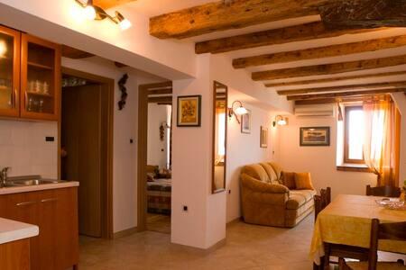 """Cozy apartment """"Montona"""" in Motovun - Motovun - Wohnung"""