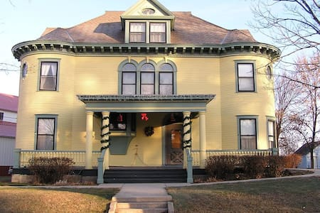 Turn of the Century House - Bed & Breakfast