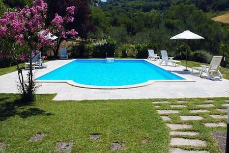 Villa tra le colline marchigiane - Villa