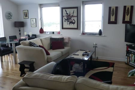 Room type: Entire home/apt Property type: Apartment Accommodates: 4 Bedrooms: 3 Bathrooms: 3