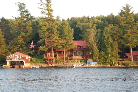 3 BD Boathouse in Adirondacks! - Ház