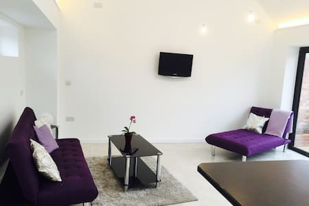 Cool and light, spacious apartment - Begbroke - Flat