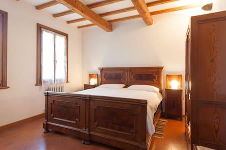 B&B Corte Ginepro - Roncoferraro - Bed & Breakfast