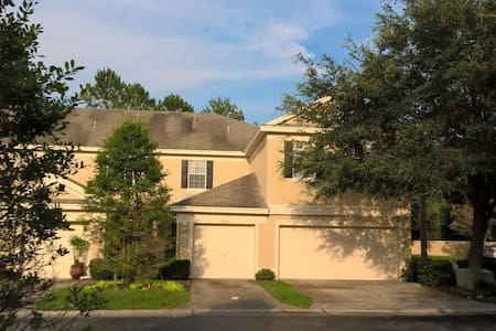 CLEAN, COZY, COMFORTABLE & QUIET. GREAT LOCATION! - Townhouse