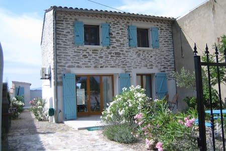 schönes Haus mit Pool und Garten - Haus