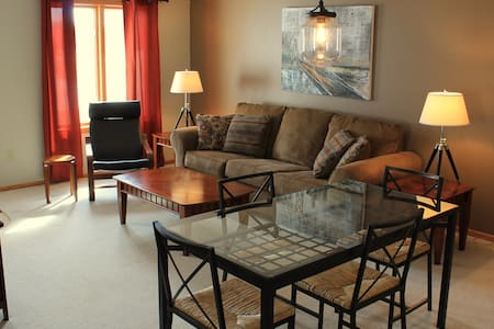 Modern 3BR Townhome Near Shopping - Grand Forks - House