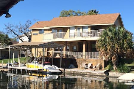 Great Family Home on Lake LBJ - Haus