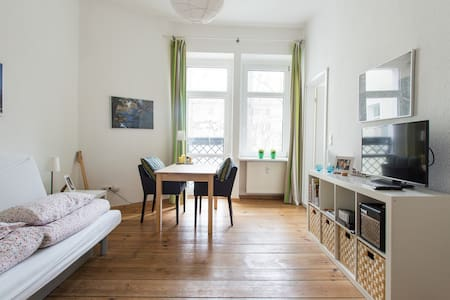 Cool Friedrichshain + Garden View - Apartment