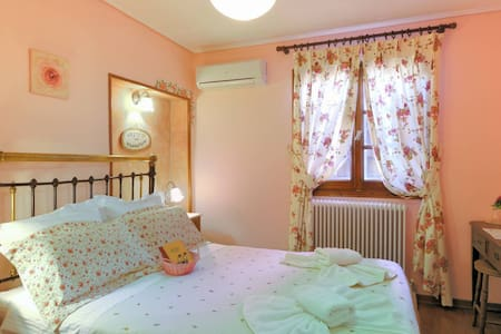 Traditional  guest house in the center of Portaria - Portaria