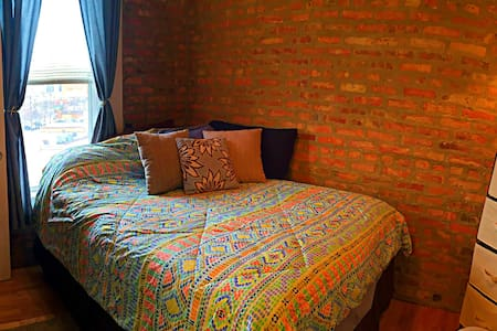 Homey Happy Place - Heart of Pilsen - Chicago - Apartment