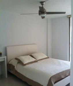 HERMOSA HABITACION - Appartement